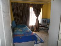 Bed Room 2 - 12 square meters of property in The Orchards