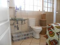 Bathroom 3+ - 2 square meters of property in The Orchards