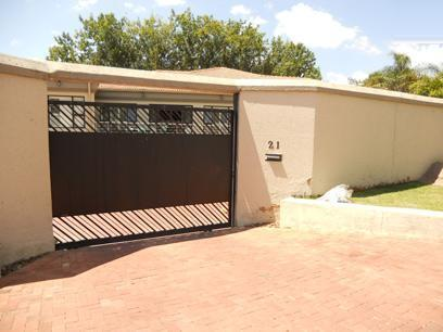 Standard Bank EasySell 6 Bedroom House For Sale in Hurl Park - MR070060