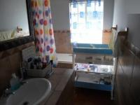 Main Bathroom - 15 square meters of property in La Montagne