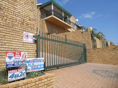 3 Bedroom Sectional Title For Sale in Krugersdorp - Home Sell - MR070375
