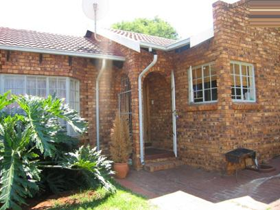 3 Bedroom Duet for Sale For Sale in Garsfontein - Home Sell - MR07057