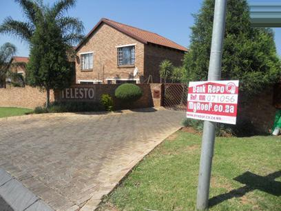 Standard Bank EasySell 2 Bedroom Sectional Title for Sale For Sale in Wilgeheuwel  - MR071056
