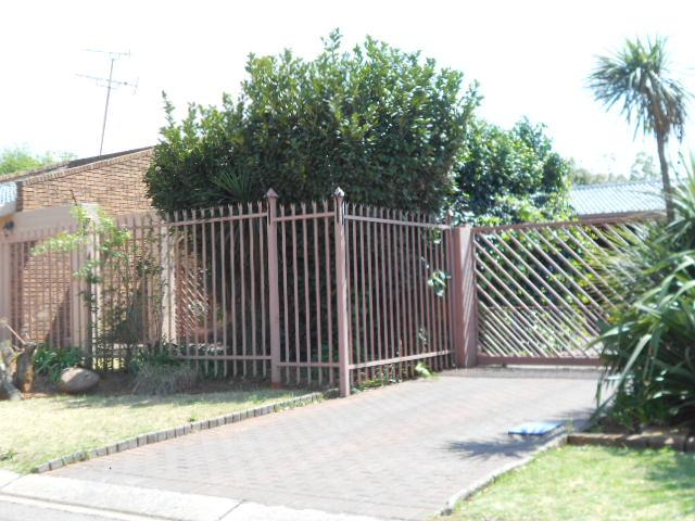Standard Bank Repossessed 3 Bedroom House for Sale on online auction in Boksburg - MR071639