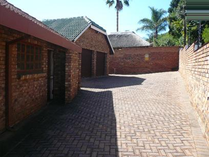 Standard Bank EasySell 5 Bedroom House for Sale For Sale in Newlands - MR071650