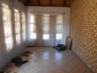 Lounges - 15 square meters of property in Delmas