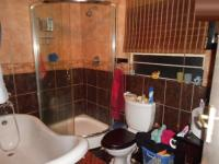 Bathroom 1 - 6 square meters of property in Weltevreden Park