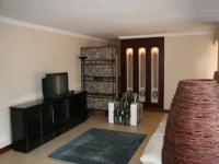 Lounges - 60 square meters of property in Lynnwood Glen