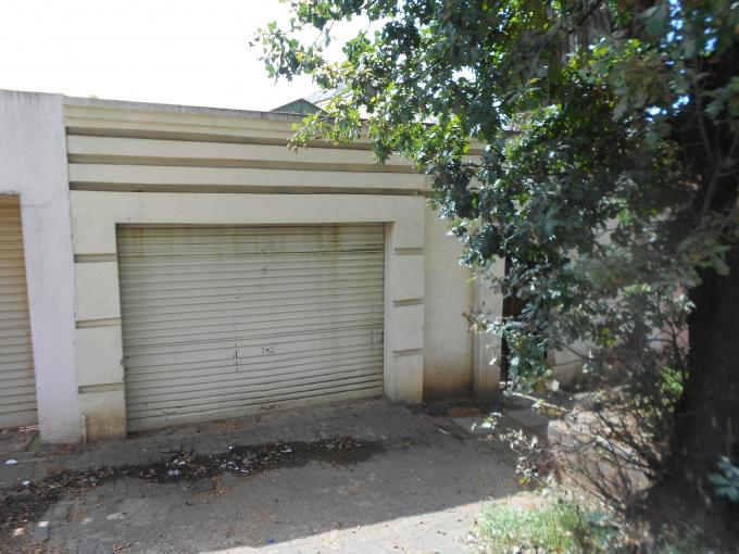 Standard Bank Repossessed 2 Bedroom House for Sale on online auction in Bezuidenhout Valley - MR071910