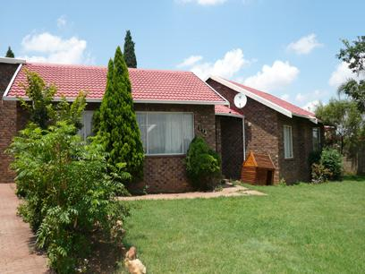 3 Bedroom House for Sale For Sale in Rooihuiskraal - Home Sell - MR07199