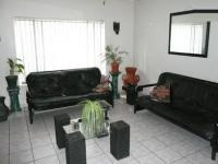 Lounges - 24 square meters of property in Claremont