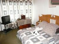 Main Bedroom - 17 square meters of property in Claremont