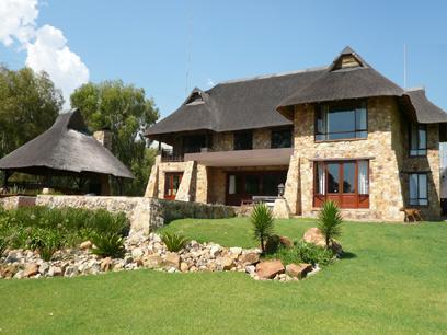 4 Bedroom House For Sale in Zwavelpoort - Home Sell - MR07218