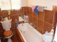 Main Bathroom - 5 square meters of property in Eloffsdal