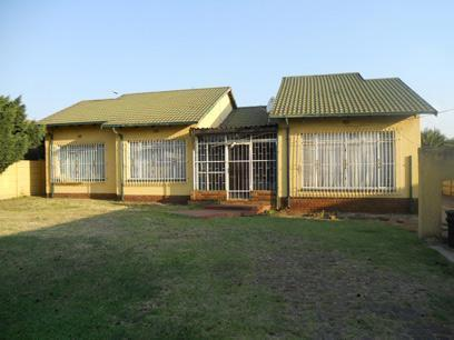 3 Bedroom House For Sale in Roodekop - Private Sale - MR072760