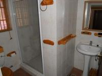 Bathroom 1 - 5 square meters of property in Boschkop