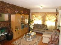 Lounges - 28 square meters of property in Newlands