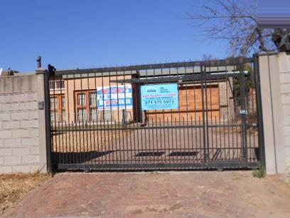 Standard Bank Repossessed 3 Bedroom House for Sale on online auction in Dunnottar - MR073152