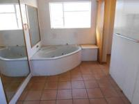 Main Bathroom - 12 square meters of property in Dunnottar