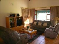 Lounges - 18 square meters of property in Hartbeespoort