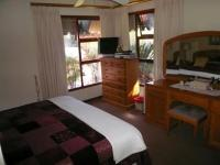 Main Bedroom - 22 square meters of property in Hartbeespoort