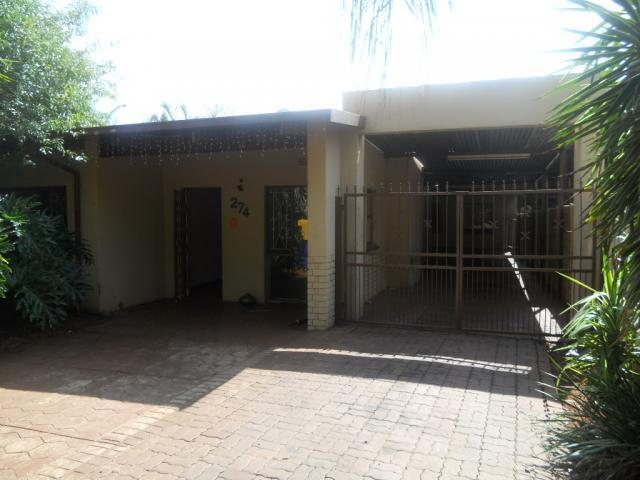 Standard Bank Repossessed 2 Bedroom House on online auction in Sinoville - MR073631