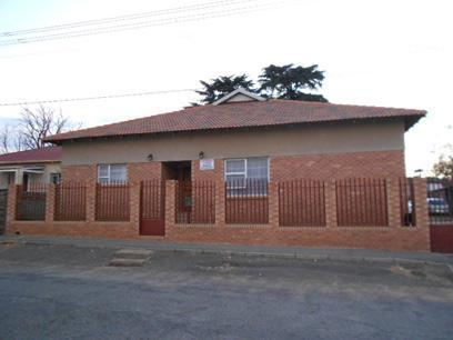 4 Bedroom House for Sale For Sale in Newlands - JHB - Home Sell - MR074219