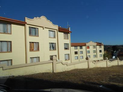Standard Bank EasySell 2 Bedroom Sectional Title for Sale For Sale in Helderkruin - MR074250