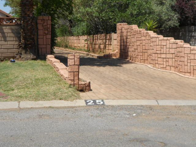 Standard Bank Repossessed 3 Bedroom House for Sale on online auction in Brackenhurst - MR074264