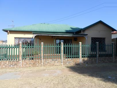 3 Bedroom House for Sale For Sale in Krugersdorp - Private Sale - MR074661