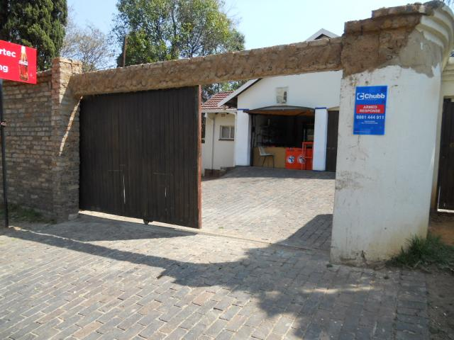 Standard Bank Repossessed 6 Bedroom House for Sale on online auction in Bramley View - MR074677
