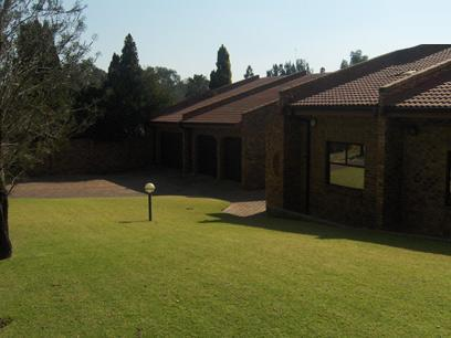 3 Bedroom House For Sale in Woodmead - Home Sell - MR075007