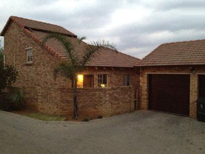 Standard Bank EasySell 3 Bedroom Sectional Title For Sale in Honeydew Ridge - MR075334
