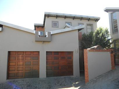 3 Bedroom Duplex for Sale For Sale in Die Hoewes - Private Sale - MR075494