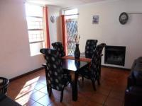 Dining Room - 18 square meters of property in Die Hoewes