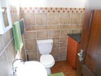 Bathroom 1 - 5 square meters of property in Die Hoewes