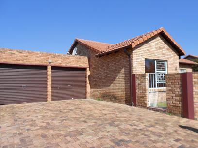 3 Bedroom Cluster For Sale in Wilgeheuwel  - Private Sale - MR075504