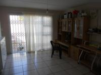 Lounges - 22 square meters of property in Athlone - CPT