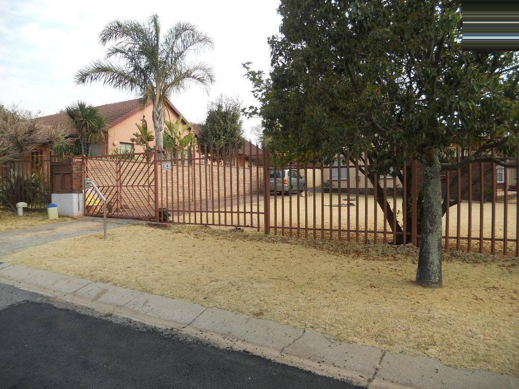 Standard Bank EasySell 4 Bedroom House For Sale in Wilropark - MR076180