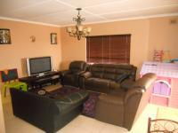 Lounges - 18 square meters of property in Seaview