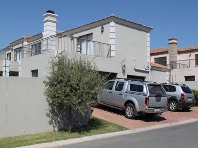 4 Bedroom Cluster For Sale in Fourways - Home Sell - MR076276