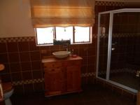 Bathroom 3+ - 40 square meters of property in Eldoraigne