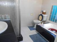 Main Bathroom - 7 square meters of property in Bramley