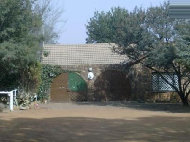 Standard Bank Repossessed Smallholding on online auction in Walkerville - MR076789