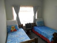 Bed Room 2 - 13 square meters of property in Karenpark