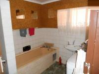 Bathroom 1 - 10 square meters of property in The Orchards