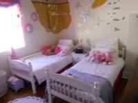 Bed Room 2 - 14 square meters of property in Somerset West