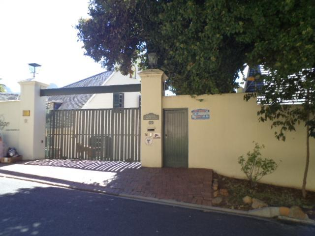Standard Bank EasySell 6 Bedroom Cluster for Sale For Sale in Claremont (CPT) - MR077779
