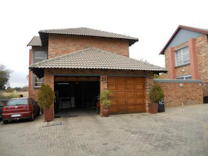 3 Bedroom Sectional Title For Sale in Celtisdal - Home Sell - MR077928