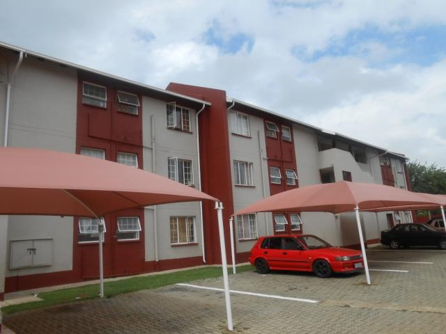 Standard Bank Repossessed 2 Bedroom Sectional Title on online auction in Zuurfontein - MR078136